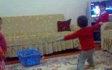 Ankara Havası Oynayan Çocuk