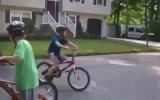Bisikletle Artislik Yaparken Rezil Oldu