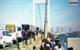 Köprüyü Yürüyerek Geçtiler