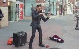 Sokak Müzisyeninden Müthiş Keman Dinletisi