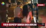 Taksim'de Yolu Kapatıp Dansa Başladılar