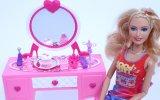Barbie Makyaj Yapıyor