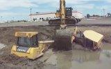 Çamura Batan 2 Dozeri Excavator Kurtarıyor