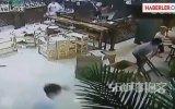 Garsonlar Müşteriyi Satırla Doğradı