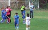 Kadın futbolcu erkek hakeme saldırdı!
